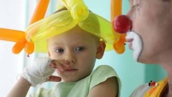 Das Medulloblastom, häufigste Hirntumorart bei Kindern, ist besonders perfide, weil es beim Wiederauftauchen fast nicht mehr behandelbar ist. Österreichische Forscher haben nun den Mechanismus entschlüsselt, welcher den Krebs wieder erstarken lässt und hoffen auf neue Therapieansätze. (Archivbild)