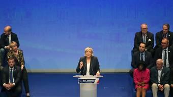Le Pen will mit neuem Namen und etwas gemässigterem Ton Bündnisse mit anderen Parteien erleichtern.
