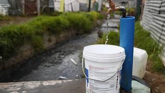 Hunderte Bürger von Niger sollen entschädigt werden, weil sie als Kinder durch zu hohe Fluoridwerte im Trinkwasser Missbildungen erlitten. (Symbolbild)
