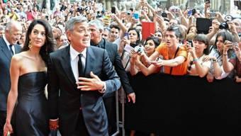 George Clooney mit seiner Verlobten Amal Alamuddin in Florenz