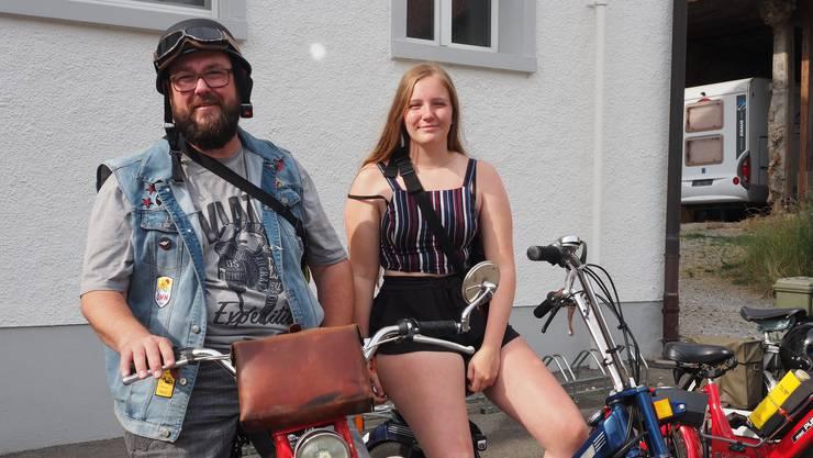 Töffli-Tour-Veteranen: Lorenz Füglister aus Nussbaumen und Djamila Ernst aus Rüfenach  fahren gemeinsam.