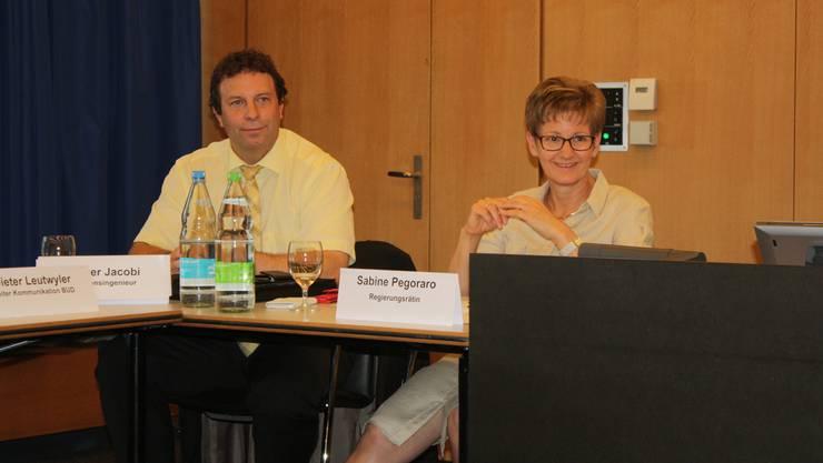 Kantonsingenieur Oliver Jacobi und Regierungsrätin Sabine Pegoraro wissen noch nicht, wie es weitergehen soll, wenn das Elba-Referendum zustande kommt.