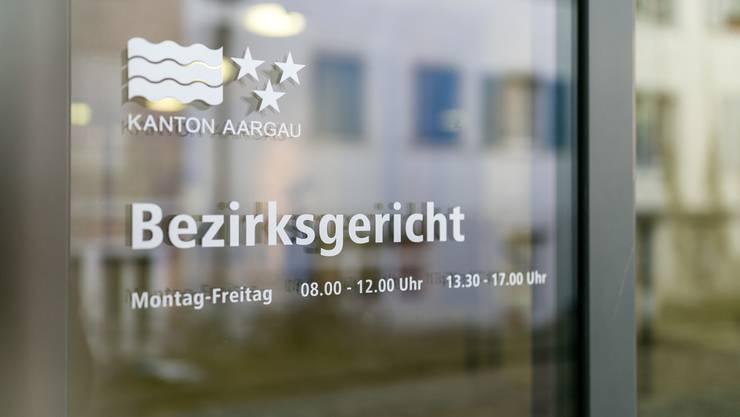 Der Eingang zum Bezirksgericht Brugg. (Archivbild)