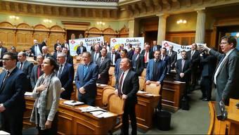 Anlässlich des EWR-Neins vor 25 Jahren sang die SVP heute im Bundeshaus inbrünstig die Nationalhymne. Andere Parlamentarier kochten vor Wut.