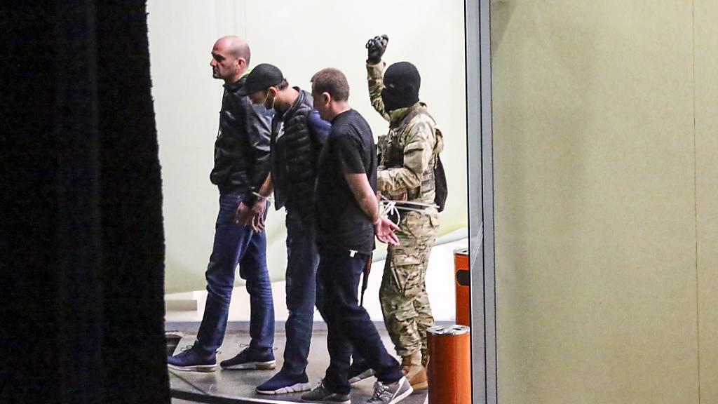 Geiselnahme in Georgien: Alle 43 Menschen frei - Täter auf der Flucht
