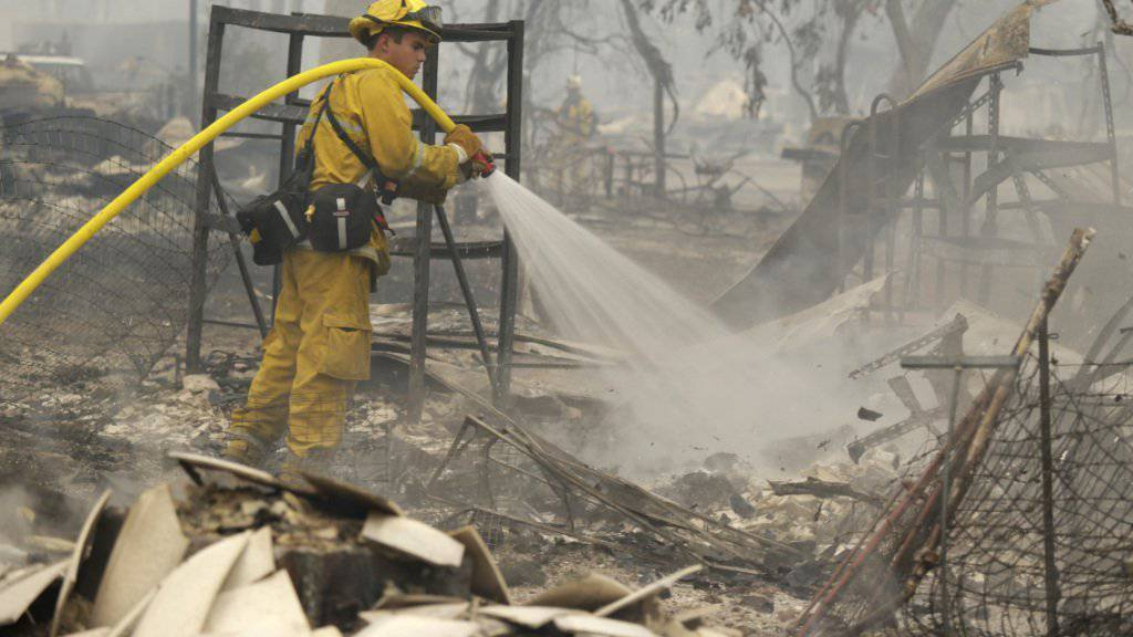 Nur noch Brandruinen: Die Feuerwehrleute konnten diese Häuser in Middleton nicht vor dem Feuer schützen.