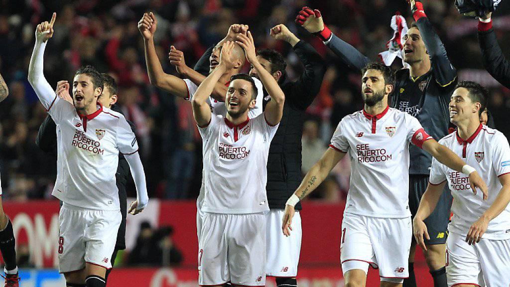 Der FC Sevilla feiert den Sieg gegen Leader Real Madrid