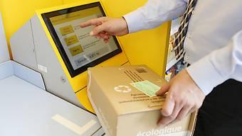 Die Post schliesst im ganzen Land Poststellen und arbeitet vermehrt mit Partnerfilialen. In der Bevölkerung stösst dies auf Unmut. (Symbolbild)