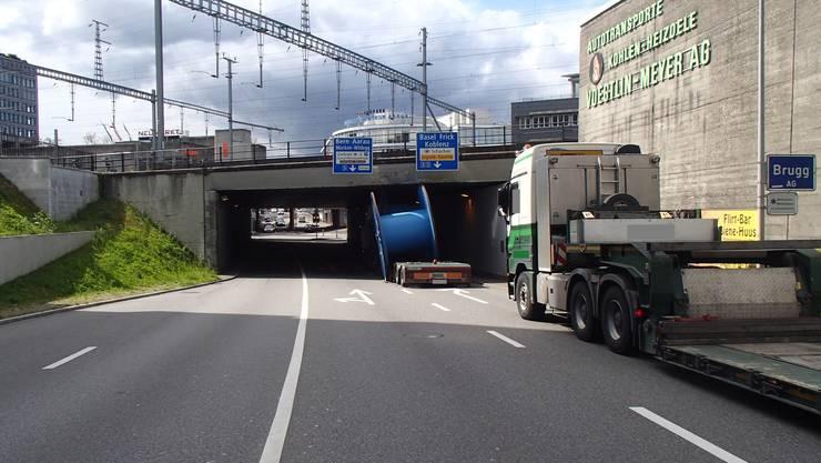 Zum Unfall kam es bei der Unterführung neben dem Campus der Fachhochschule in Brugg-Windisch