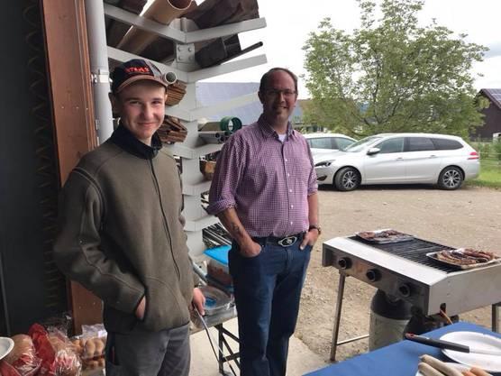 Oliver Bachmann und Christian Huber waren zuständig für Wurst, Steaks und Brot.