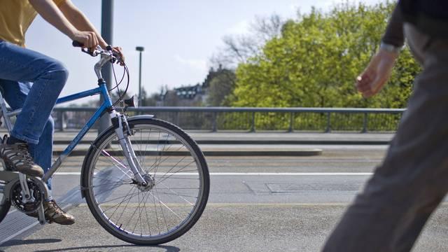 Laut der Studie sehen Jugendliche beim Velofahren die Schnelligkeit, Flexibilität und Unabhängigkeit als positive Eigenschaften. (Symbolbild)