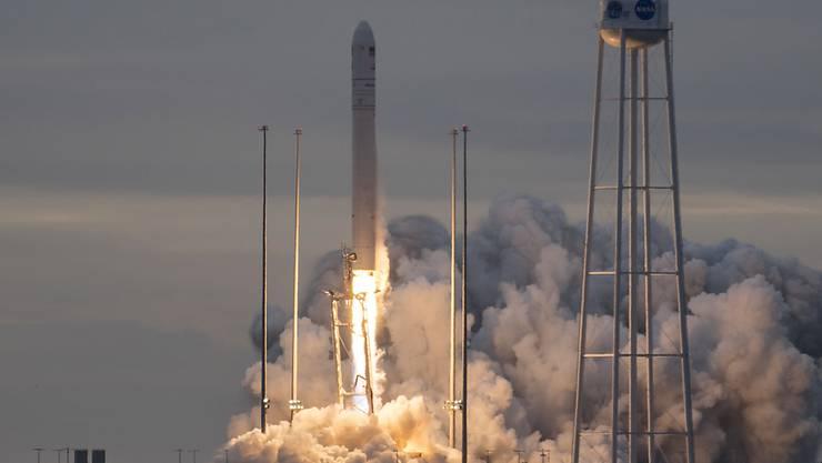 """Mit einem Tag Verspätung ist der private Raumfrachter """"Cygnus"""" zur Internationalen Raumstation (ISS) aufgebrochen. Er bringt rund 3400 Kilogramm Proviant und Kleidung mit."""