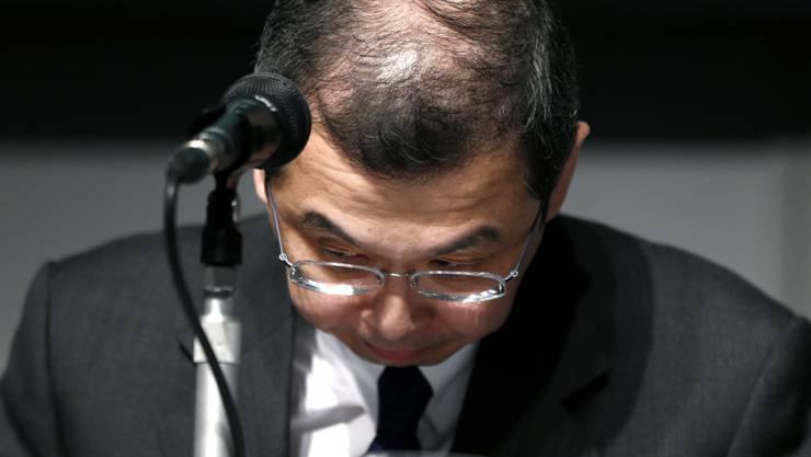 Asche auf sein Haupt: Takata-CEO Shigehisa Takada entschuldigt sich für Airbag-Debakel.