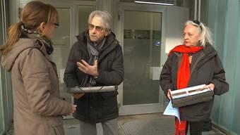 Tierschützer und Fotograf Kurt Amsler hat der Staatsanwaltschaft Brugg-Zurzach die Petition zum Wildschwein-Drama von Böttstein übergeben. 7000 Personen haben unterschrieben.
