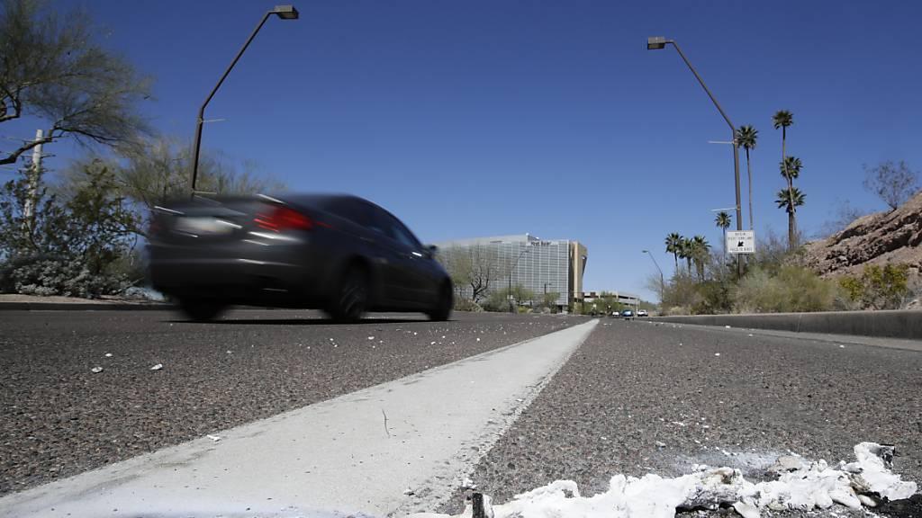 Der Fahrer eines autonomen Uber-Fahrzeugs ist von einem US-Gericht wegen fahrlässiger Tötung einer Fussgängerin verurteilt worden. (Archivbild)