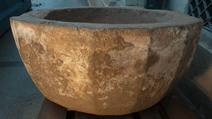 Der entdeckte Taufstein ist über 600 Jahre alt.