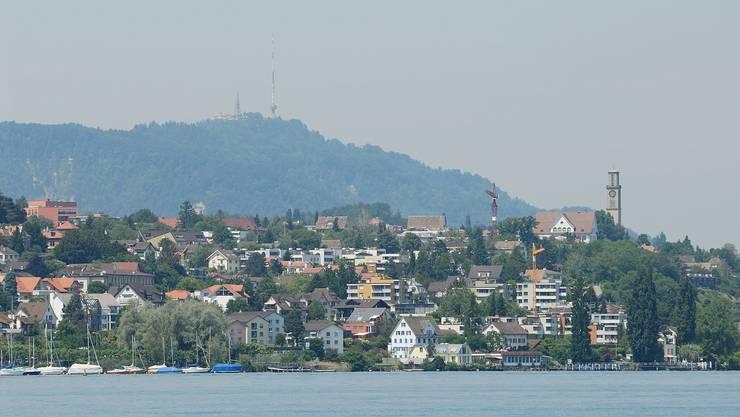 Der 79-jährige Mann der vor einer Woche im Zürichsee vor Thalwil baden ging wird nach wie vor vermisst.