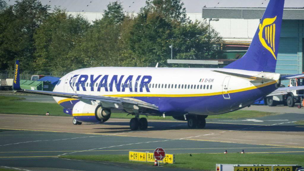 Der irische Billigflieger Ryanair leidet unter dem Preiskampf in der Luftfahrt und gestiegenen Ölpreisen. (Archivbild)
