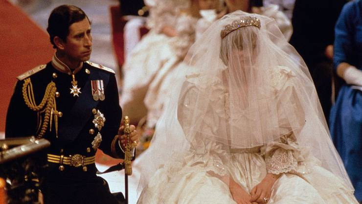 Die Hochzeit mit Prinz Charles erreichte weltweit Einschaltrekorde. Heute weiss man aber, dass die Ehe nicht rundum glücklich war. Heute ist Charles mit seiner Jugendliebe Camilla vermählt.