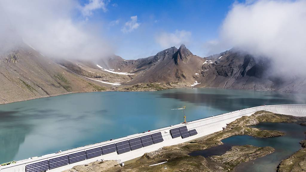 Erstmals Strom von der grössten Schweizer Solaranlage