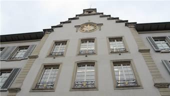 Von einem Fenster des Aarauer Rathauses, wurde am 12. April 1798 die Helvetische Repubilk ausgerufen. Nun soll dieser Tag ein Aarauer Feiertag werden.