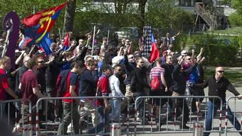 Lautstarker Umzug der Basler Fans durch Bern