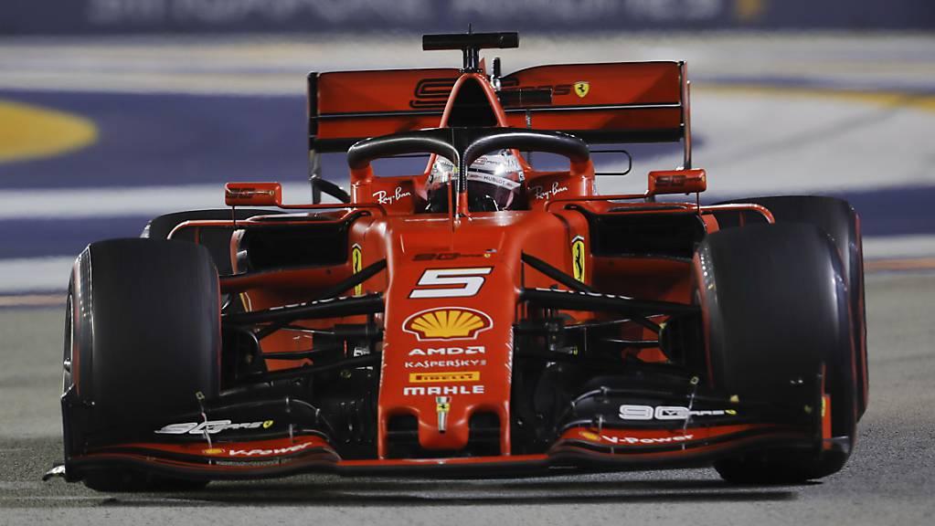 Sebastian Vettel gewinnt im Nachtrennen in Singapur erstmals seit über einem Jahr wieder einen Formel-1-Grand-Prix.