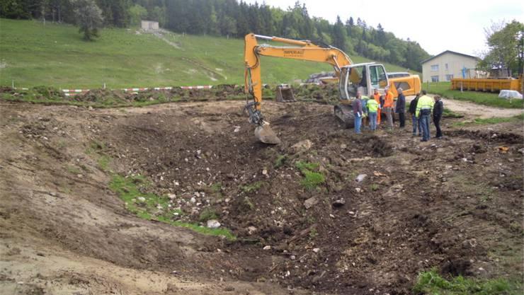 Die Arbeiten an der Doline beim Hofweiher haben begonnen.