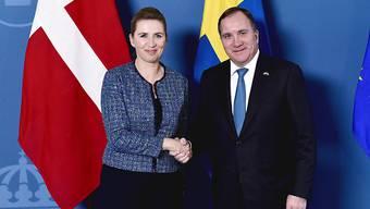 Wollen gemeinsam stärker gegen kriminelle Banden vorgehen: Dänemarks Premierministerin Mette Fredriksen und Schwedens Premier Stefan Lofven bei einem Treffen in Stockholm.