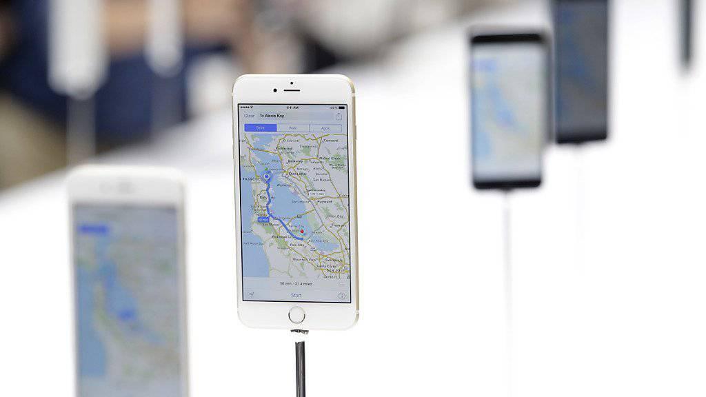 Für ein iPhone 6 reicht in Zürich der Lohn von 21 Stunden Arbeit, in Kiew dauert es 30 Mal länger. (Archivbild)