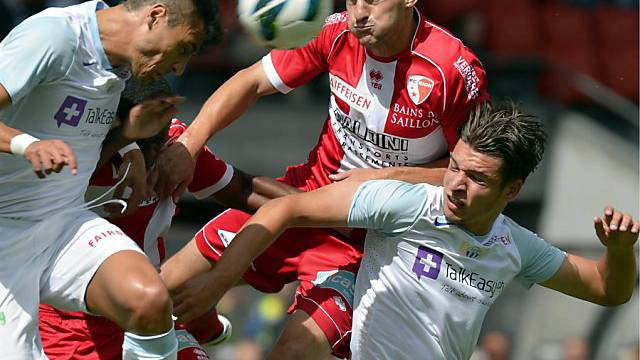 Sions Vilmos Vanczak gegen Jorge Teixeira und Berat Djimsiti (FCZ)