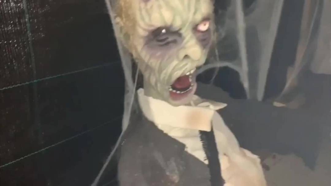 Im Halloweenlabyrinth von Massimo Stefano lehren Besucher das Gruseln