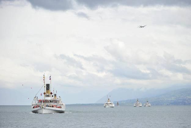 Schiffe im Wasser, Breitling-Flugflotte in der Luft