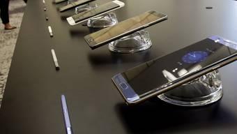 Wieder hat ein Fall eines angeblich explodierten Samsung-Smartphones für Schlagzeilen gesorgt. Dieses Mal wurde in den USA ein Flugzeug evakuiert. (Symbolbild)