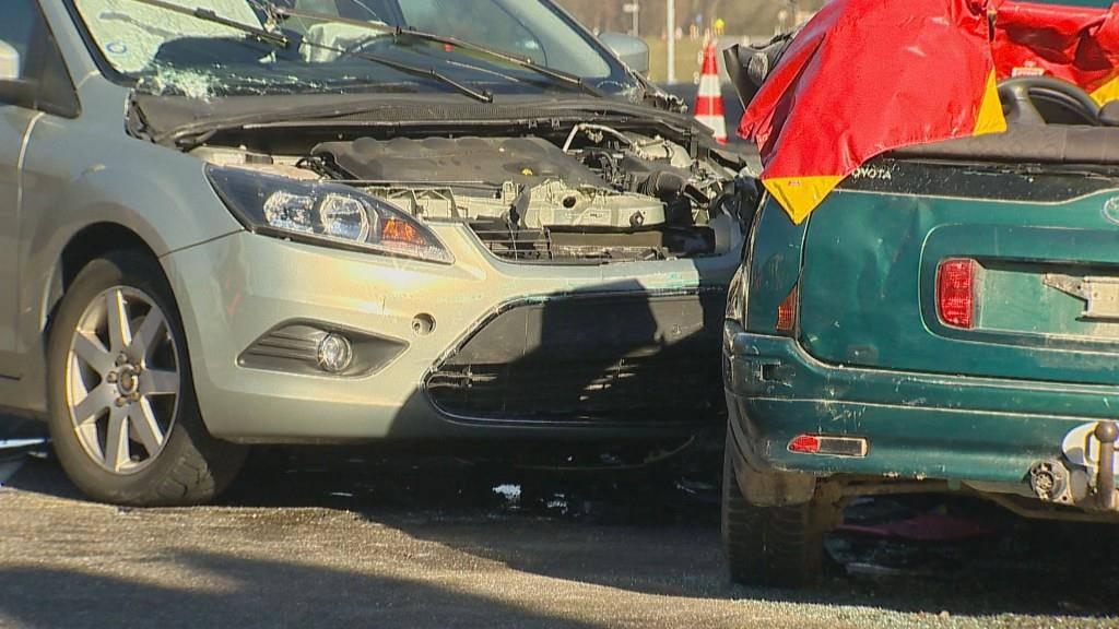 Schwerer Autounfall in Pulvershaus (© Beat Kälin)