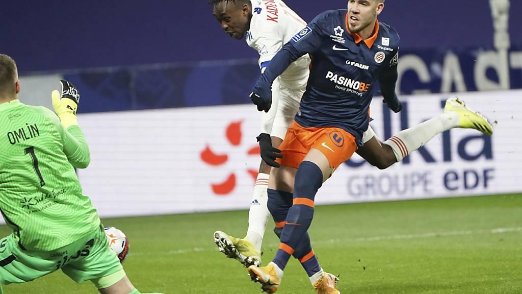 Auch in dieser Szene wehrt Jonas Omlin einen Angriff von Lyon ab
