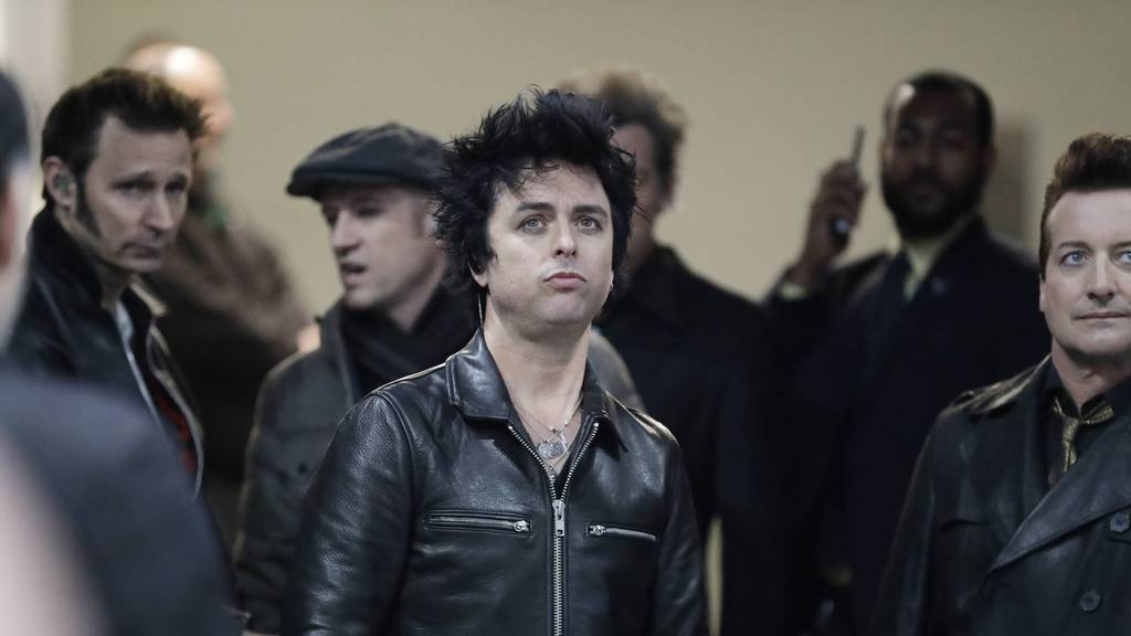 Billie Joe Armstrong covert «I Think We're Alone Now»