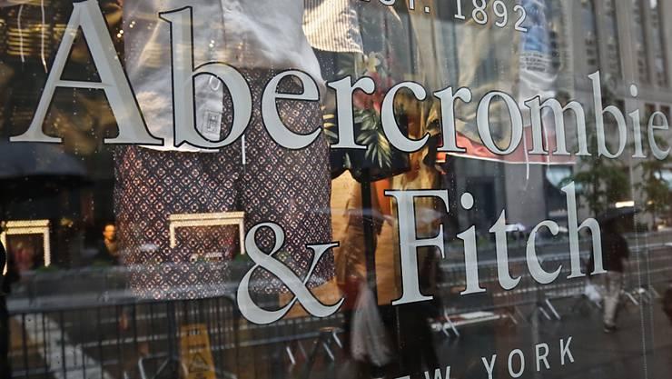 Galt einst als Trend-Label: Nun fällt die Aktie der Bekleidungsfirma Abercrombie & Fitch auf den tiefsten Stand seit 17 Jahren. (Archivbild)