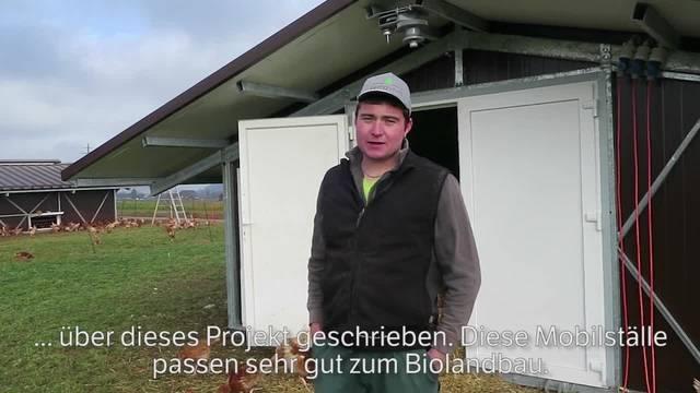Bauer Simon Lüscher erklärt, warum er sich für die mobilen Hühnerställe entscheiden hat.