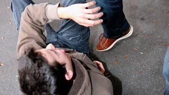 Gemäss der Darstellung der Berliner Polizei sollen die Schüler das Paar attackiert und ausgeraubt haben. (Symbolbild)