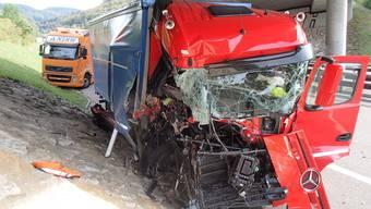 Lastwagen Kollidiert mit Unterhaltsdienst-Fahrzeug