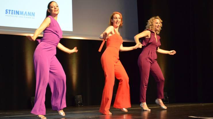 """Die """"Ex-Freundinnen"""" singen und tanzen."""