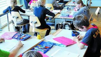 Probleme: Mit einer Notlösung konnte die Schule Aarwangen (Bild von 2008) alle Stellen besetzten. Wies nach den Herbstferien weitergeht, ist aber noch offen. (Bild: Oliver Menge)
