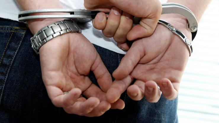 Beim Verhafteten handelt es sich um einen 21-jährigen Syrer. (Symbolbild)