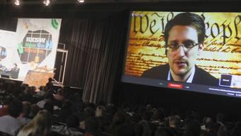 Snowden spricht per Video mit Besuchern des Technologie-Treffens
