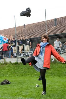 Vivian Brunner von den «Hammerschüss» machts für den Fotografen.