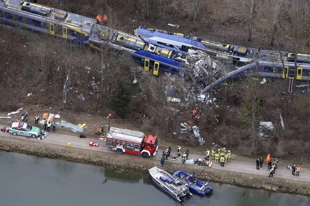 Weshalb die Züge gleichzeitig die eingleisige Strecke befuhren, ist unklar.