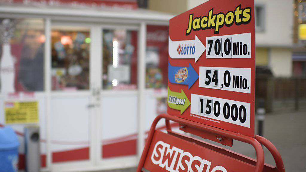 Swisslos und die Loterie Romande haben im letzten Jahr 31 neue Lottomillionäre produziert. Viermal lachte das Millionenglück 2018 einem Schweizer Tipper bei EuroMillions, einmal bei der Pferdewette von PMU. (Archivbild)