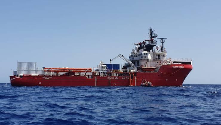"""Das Rettungsschiff """"Ocean Viking"""" war während zwei Wochen auf dem Mittelmeer blockiert. Nun nimmt Malta die 356 Flüchtlinge an Bord vorübergehend auf. (Archivbild)"""