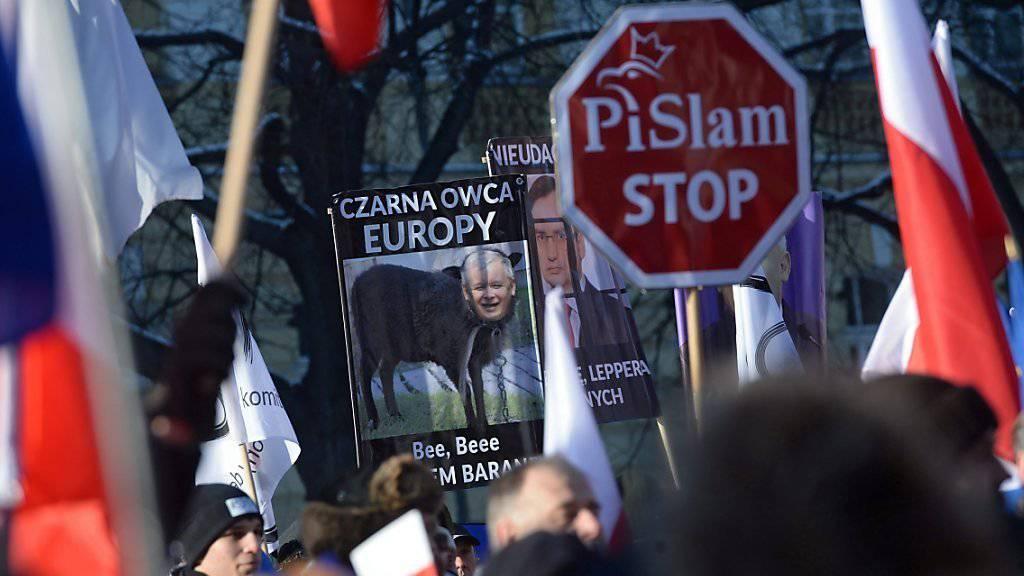 Proteste gegen die Regierung der Partei für Recht und Gerechtigkeit (PiS) in Warschau.